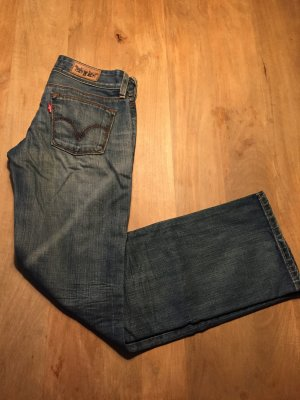 Levi's 570 Straight Fit in 27/32