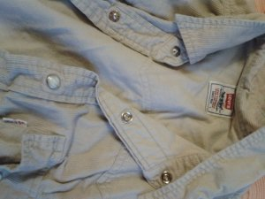 Levi's Kort Hemd. in größe M. mit Druck knöpfen. schön weich und angenehm.