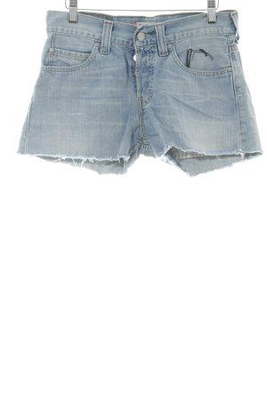Levi's Shorts azul celeste look casual