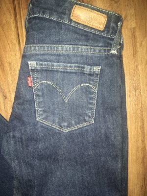 LEVI'S slight curve 24
