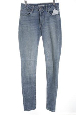 Levi Strauss Skinny Jeans stahlblau Street-Fashion-Look