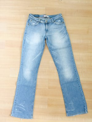 Levis' // 572 // Boot Cut // Hellblau