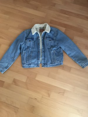 Levis Jeansjacke mit Fellkragen