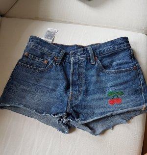 Levis Jeansshorts Shorts Gr. 26 mit aufgestickter Kirsche