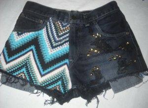 Levis Strauss Jeans Shorts schwarz Hot Pants Ethno Aztek Nieten 34 36 XS S W27