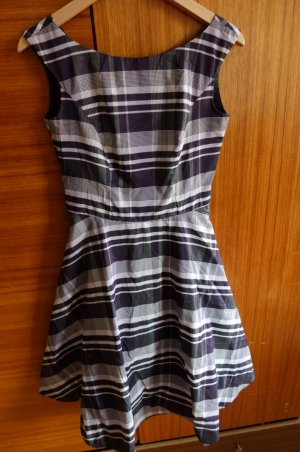 Lieblingscocktailkleid, 50er Style mit Rückenausschnitt