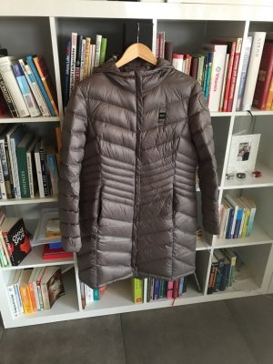 Blauer Abrigo con capucha marrón claro