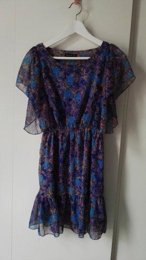 lila blau geblümtes Kleid