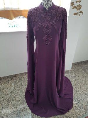 Lila farbenes Abendkleid