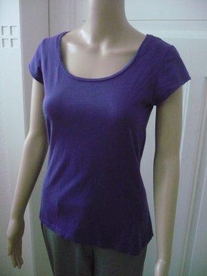 Lila farbenes Rundhals T - Shirt aus 100 % Baumwolle