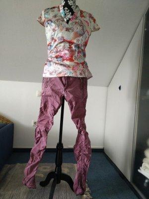 Lila Hose mit gerafftem Bein von JetLag