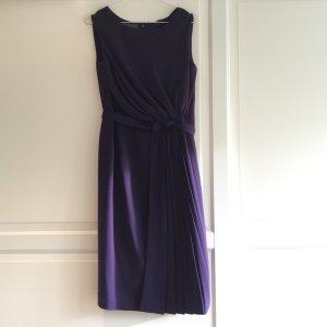 Lila Kleid aus feiner Wolle von Alberta Ferretti
