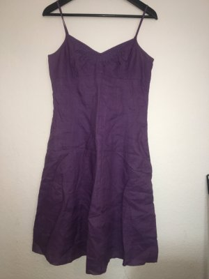 Lila Kleid aus Leinenstoff