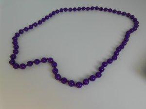 Collar de perlas violeta oscuro