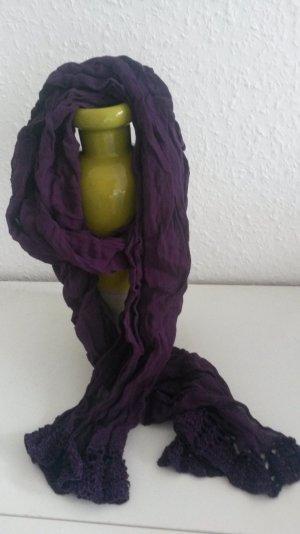 lila Schal mit Spitze