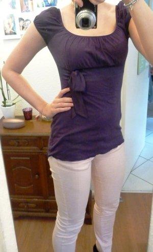 Lila Shirt mit Satinschleife