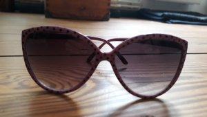Lila Sonnenbrille mit schwarzen Punkten