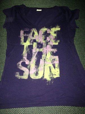Lila T-Shirt mit Aufdruck