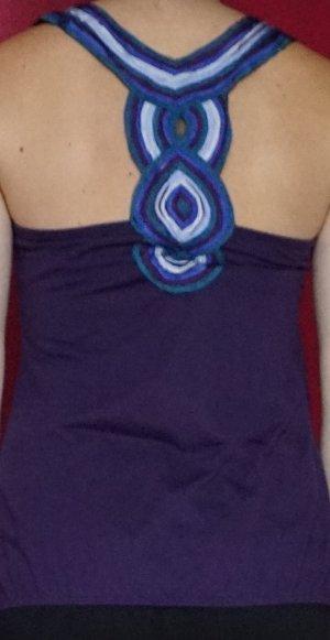 lila Top mit schönem Rückendetail