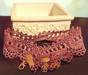 Lila / violett Choker, gold Stoffkette, Rüschen, elegant, Blogger, Zara, Neu