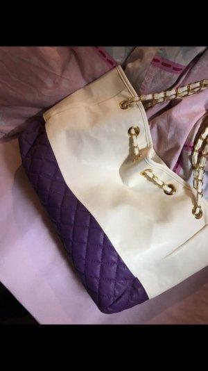 Lila / weiße Tasche mit goldenen Ketten