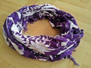 Lila weißer Schal mit Blumenmuster