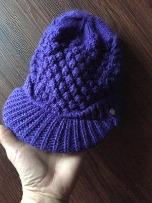 Lilafarbene Mütze von Protest