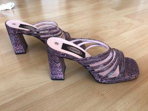 Lilafarbene Sandalen mit Absatz