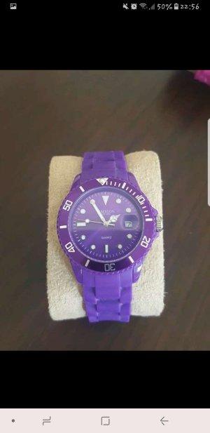 Lilafarbene Uhr