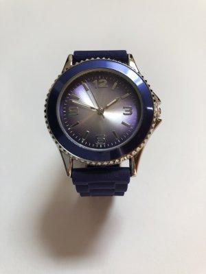 Lilafarbene Uhr mit Silikonarmband
