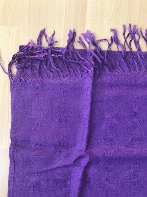 Lilafarbener dünner Schal