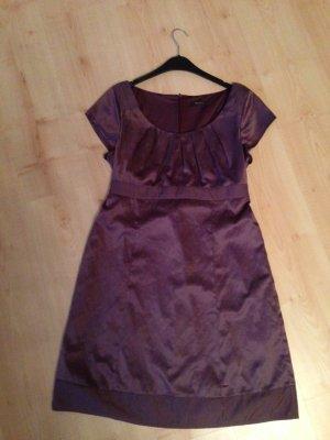 Lilafarbenes Kleid:)