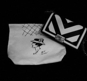 limitierte Chanel Boy Bag old med. schwarz & weiß