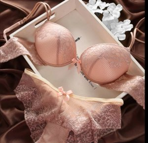 Set lingerie bianco sporco-color carne