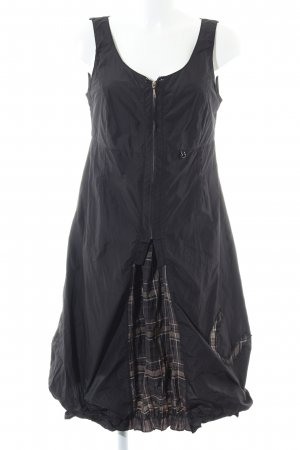 Lisa Campione vestido de globo negro look casual