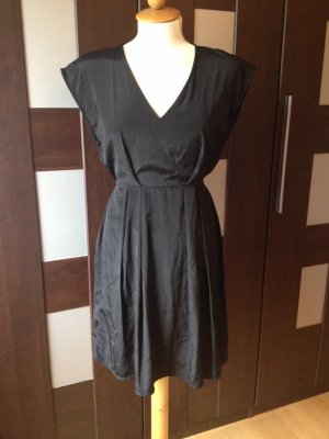 Little Black Dress H&M schwarzes Kleid klassisch