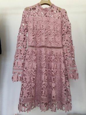 Lochspitzen Kleid in Rosenholz neuwertig