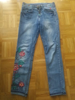 Locker geschnittene Jeans mit Stickereien von Desigual