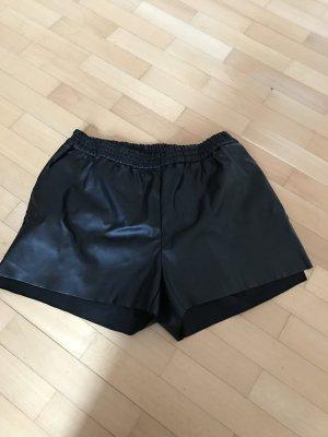 Locker geschnittene Kunstleder Shorts