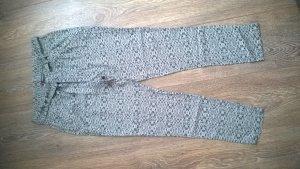 Locker leichte Sommerhose in creme und schwarz