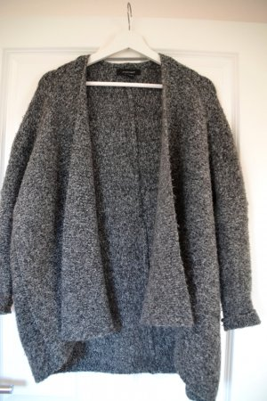 Lockere graue Strickjacke