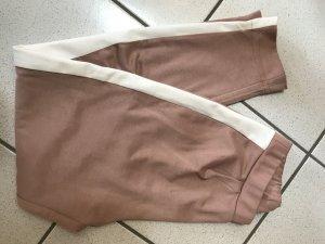 lockere Hose mit seitlichem Streifen :)