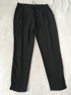 Lockere schwarze Hose von Zara