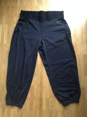 Lockere schwarze Sporthose