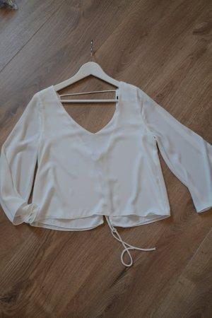 Lockere weiße Bluse mit Rückenausschnitt