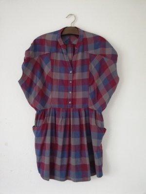 Lockeres Kleid mit Gummizug tailliert