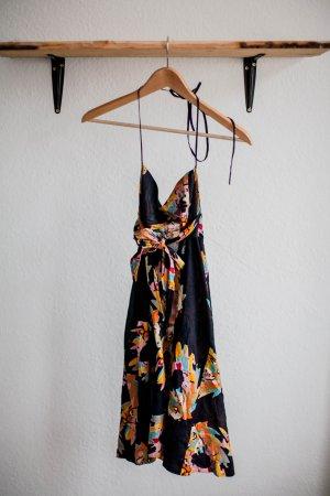 Lockeres Neckholder-Sommerkleid