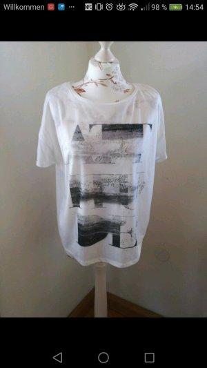 lockeres, weißes Shirt mit Aufdruck