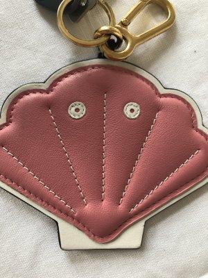 Loewe Muschel Schlüsselanhänger in Rosa mit weißen Nähten