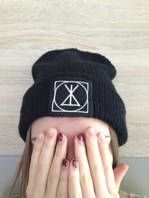 Long clothing Beanie small patch
